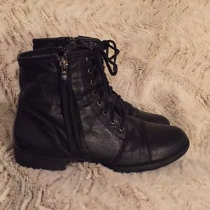 Steve Madden black leather booties 💝
